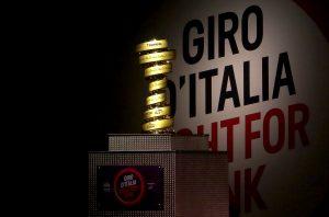 Der Siegerpokal des Giro d'Italia. Foto: Tim De Waele