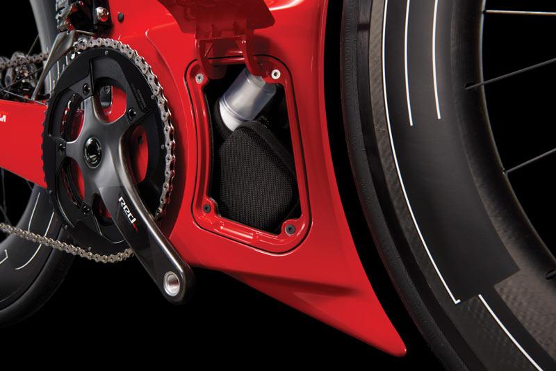 """Der sogenannte """"Aero Core""""-Bereich zwischen den Laufrädern ist flächig verkleidet, Staufach inklusive"""